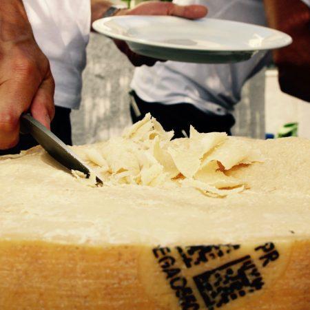évènement: show cooking le point gourmand traiteur le point gourmand show cooking parmesan